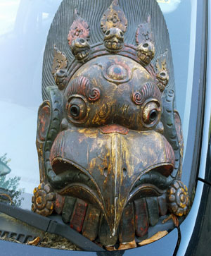 Excellent carving with fine details