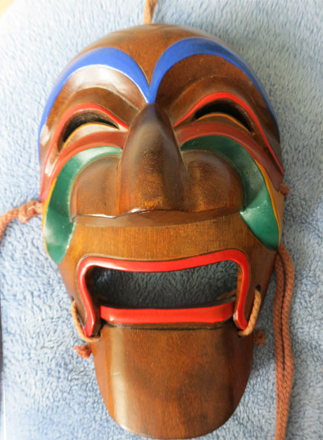Especially colorful Hanhoe mask – Masks of the World