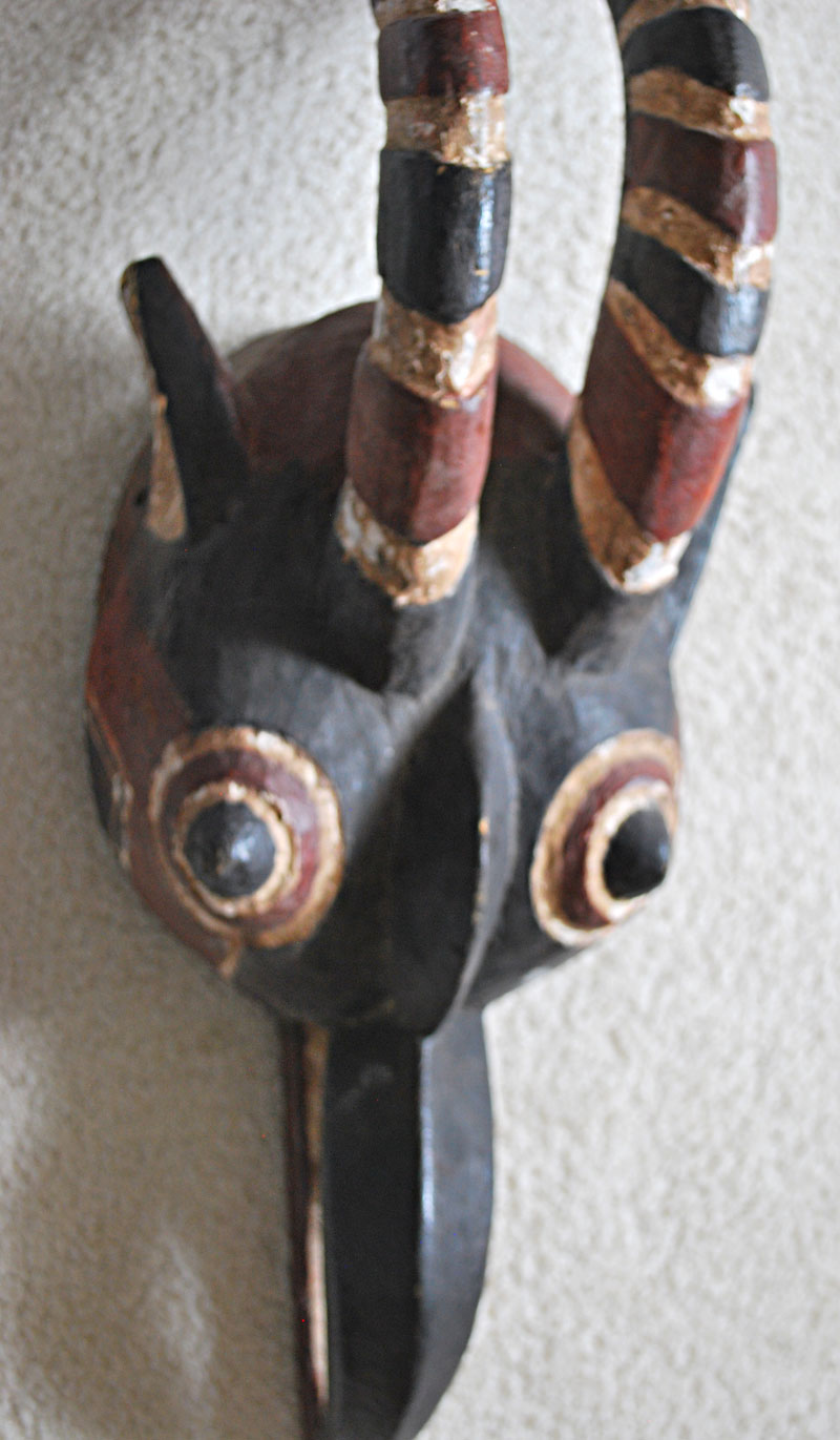 Bobo mask with beak and horns