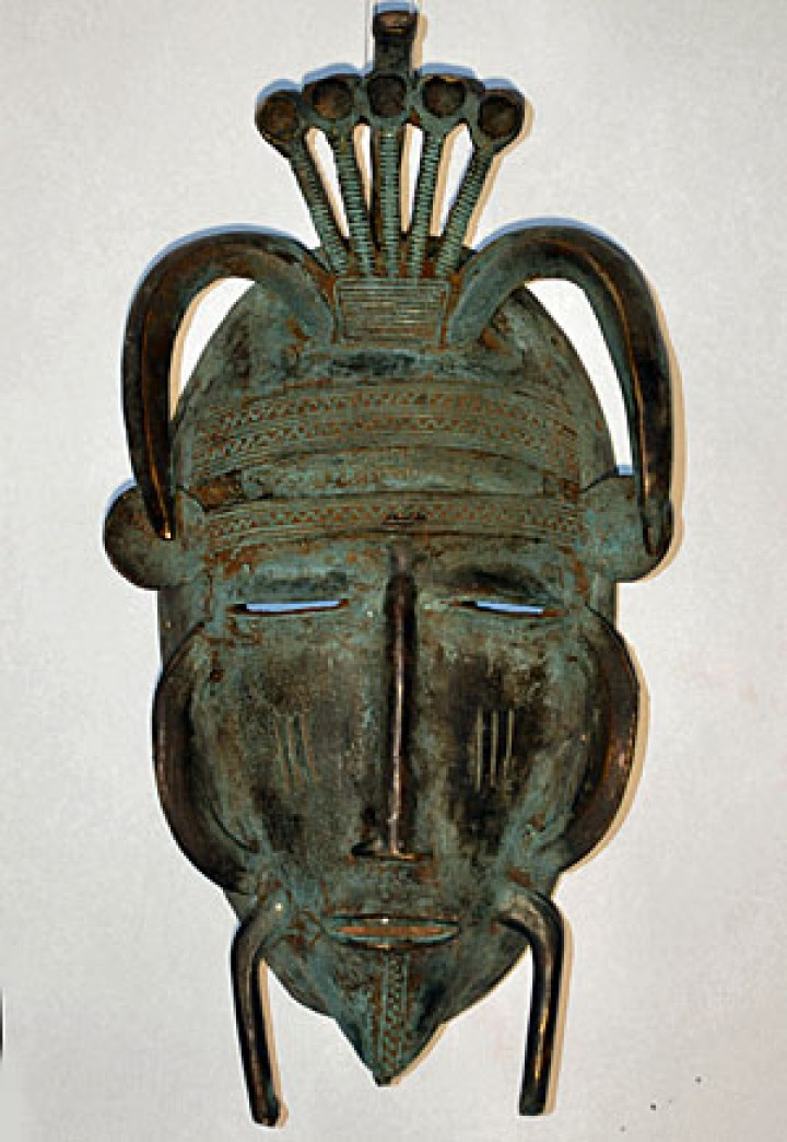 Kpelie masks can be wood or bronze